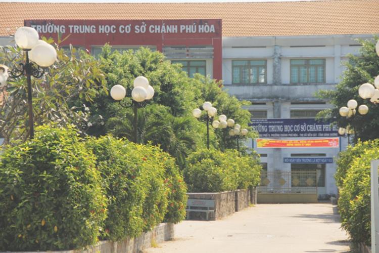 Trường trung học cơ sơ Chánh Phú Hoà ngay cận dự án